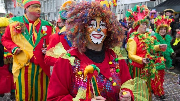 Карнавал в Нидерландах клоуны