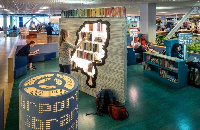 Аэропорт Амстердама библиотека в аэропорту Схипхол