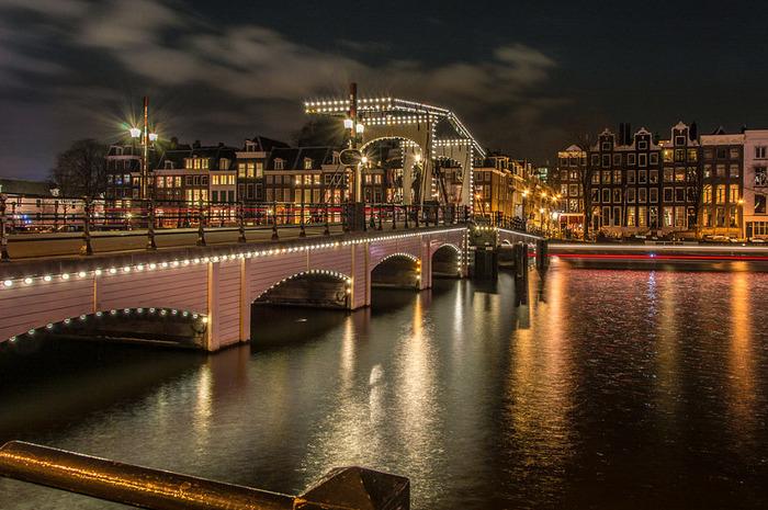 факты об амстердаме magere brug