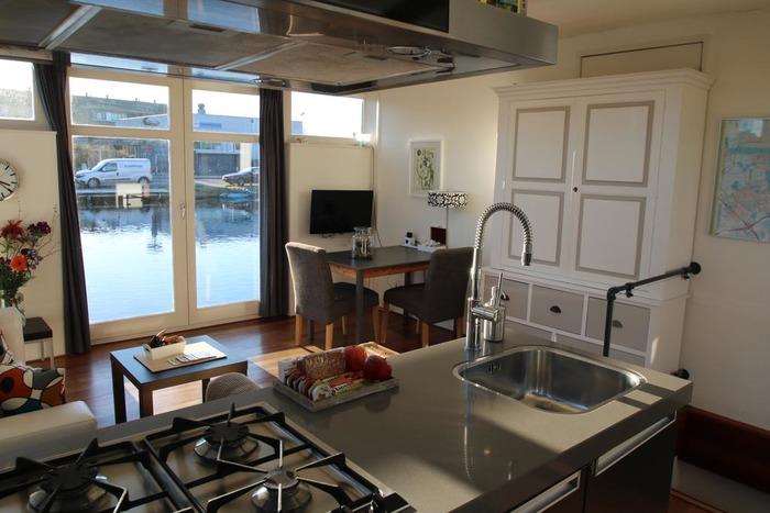 плавучие дома кухня на лодке
