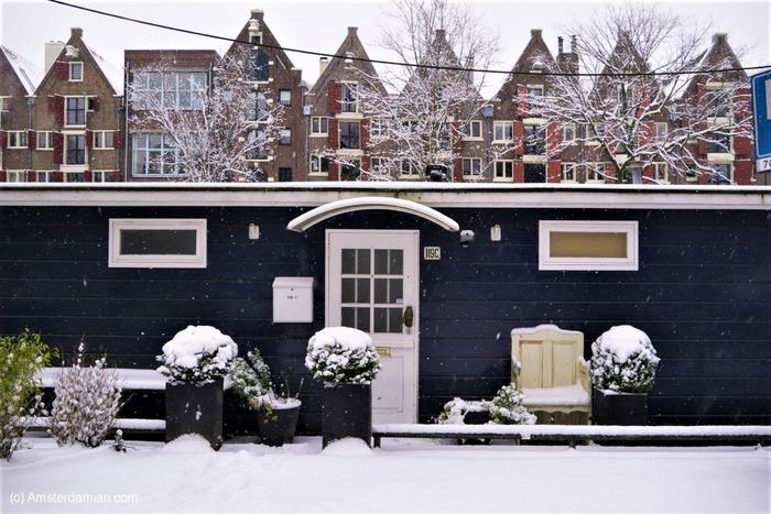 плавучие дома в снегу