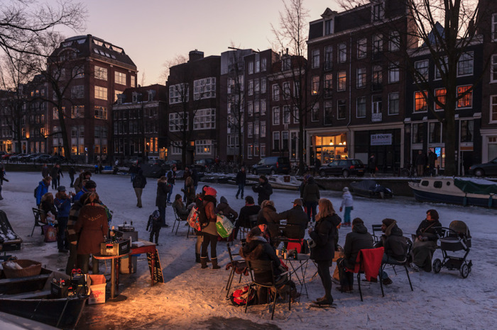 плавучие дома замерзший канал амстердам