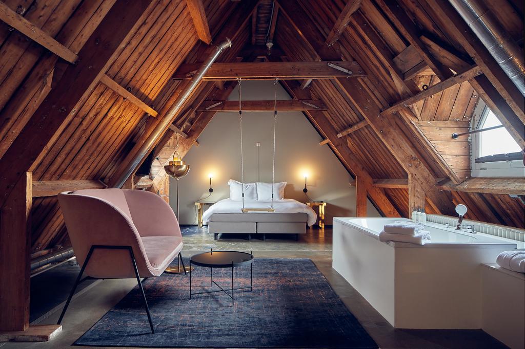 отель тюрьма в Амстердаме