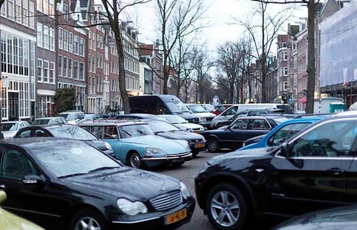 Места в Амстердаме_парковка машин