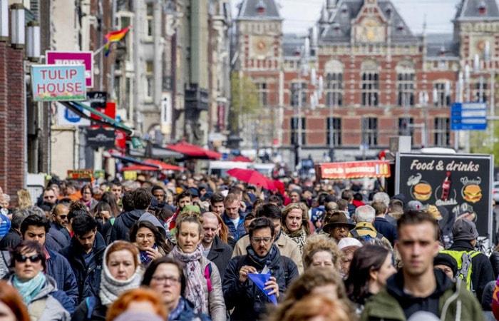 Места в Амстердаме_улица Дамрак