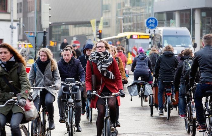 Места в Амстердаме_велосипедисты
