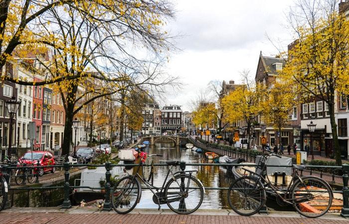 Амстердам бюджетно_каналы с велосипедами
