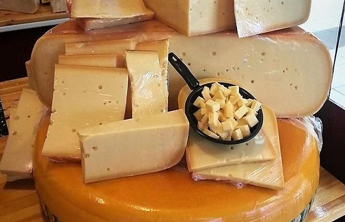 Супермаркеты в Амстердаме купить голландский сыр